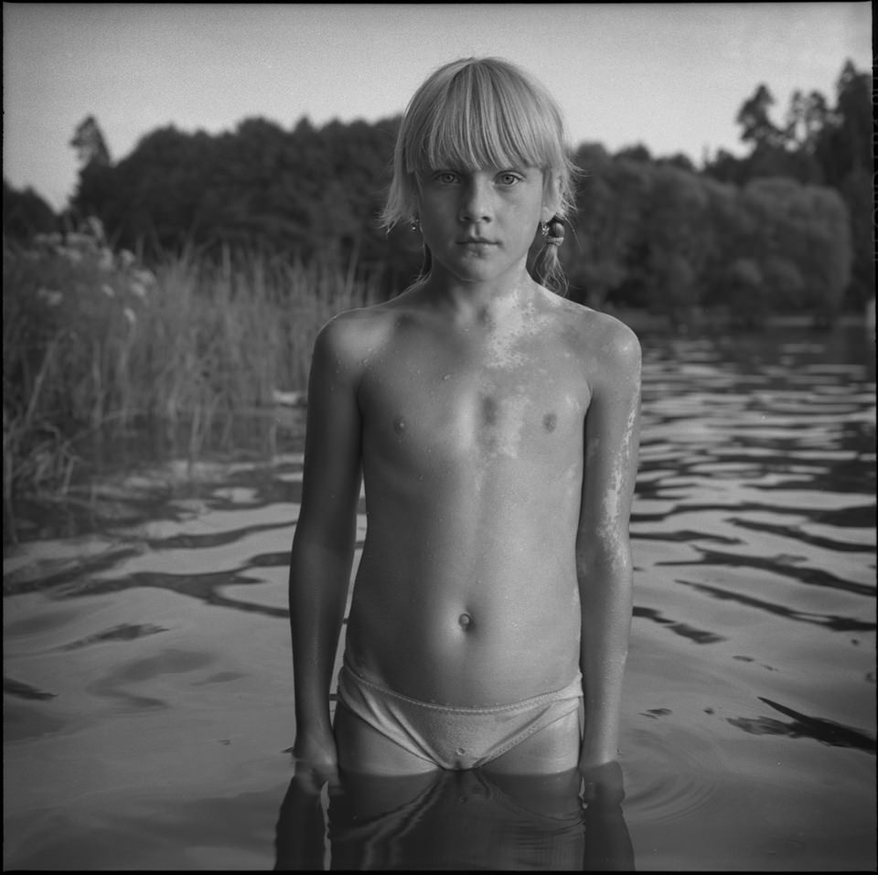 Ein Kind im Wasser