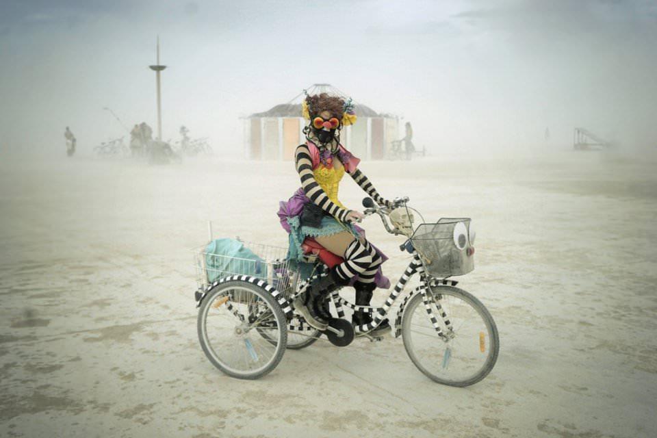 Frau auf einem Fahrrad?