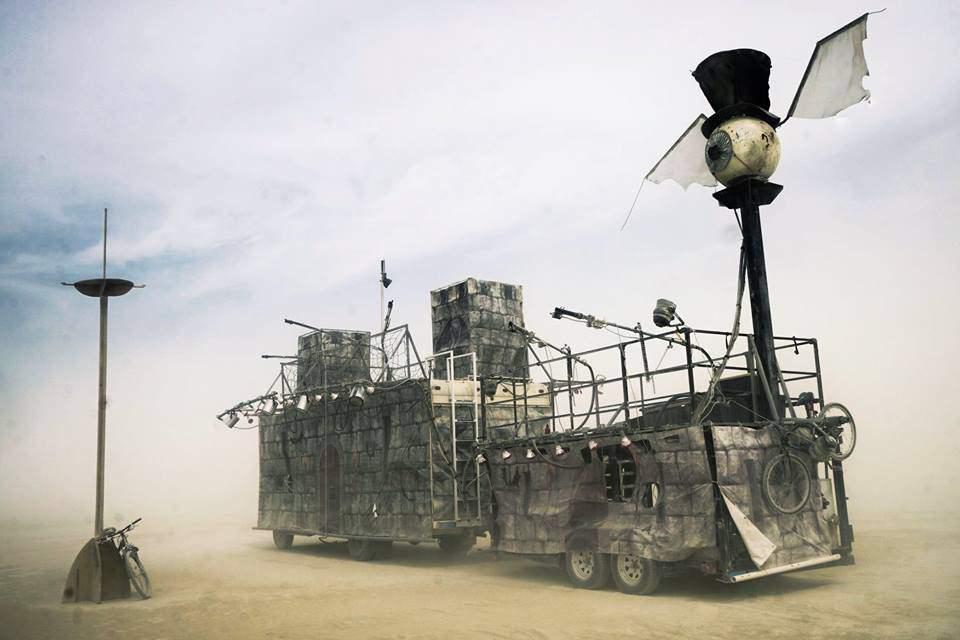Ein Zug in der Wüste.