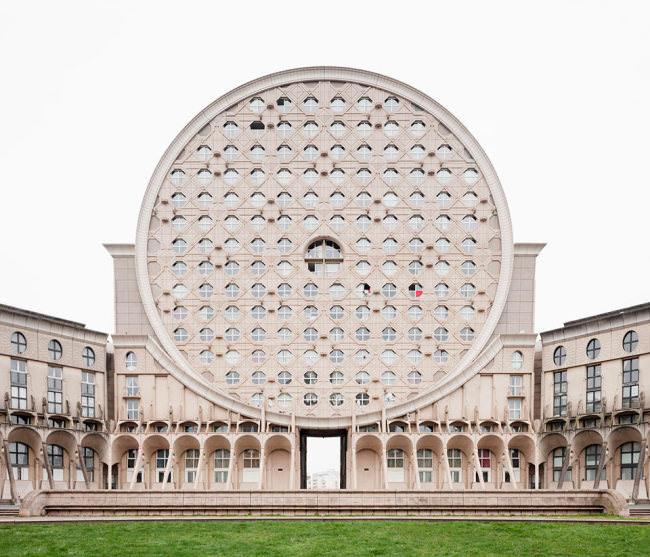 Ein französischer Wohnblock mit außergewöhnlicher Bauform.
