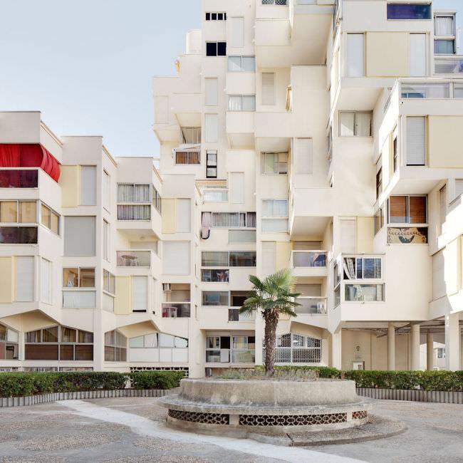 Ein moderner Wohnblock in Südfrankreich.