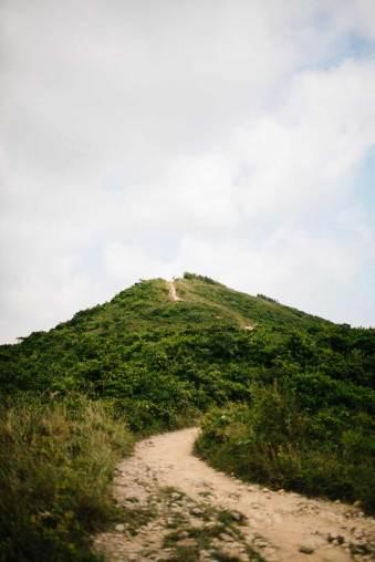 Ein Wanderweg auf einen Hügel