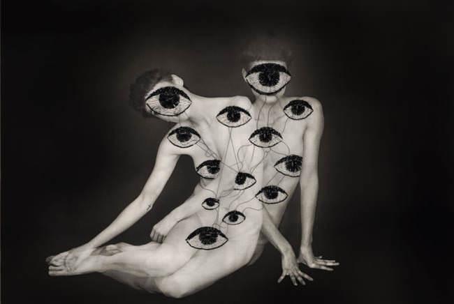 Frauen mit Augen
