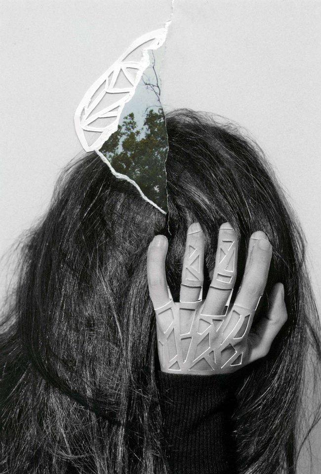 Collage aus einem Frauenportrait und dreieckigen Ausschnitten.