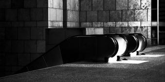 Rolltreppen in schwarz weiss
