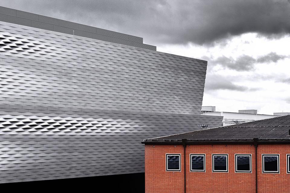 Fassade der neuen Messe in Basel.