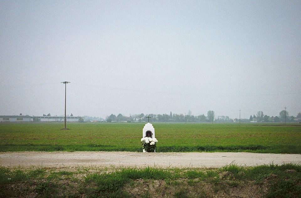Ein Jesushäuschen am Feldweg.
