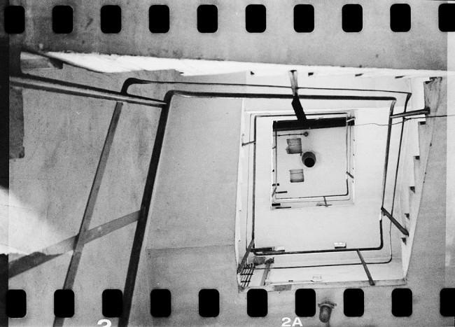 Blick hinauf durch ein Treppenhaus.