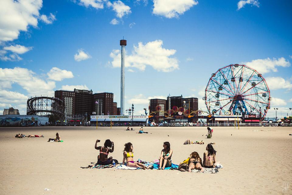 Menschen am Strand.