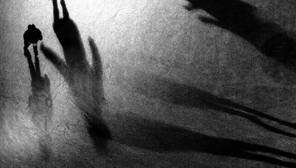 Schatten auf grauen Untergrund.
