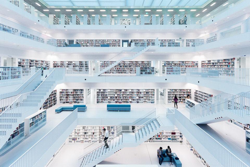 Ausblick in eine große Bibliothek.