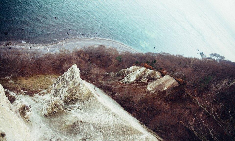 Landschaft an einer Küste, diagonal aufgenommen