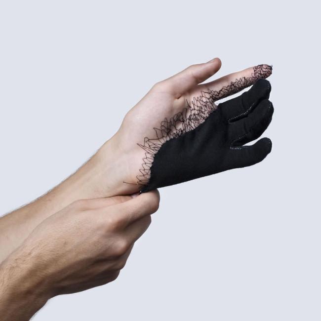 Ein vernähter Handschuh