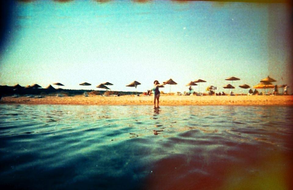 Eine Frau am Strand.