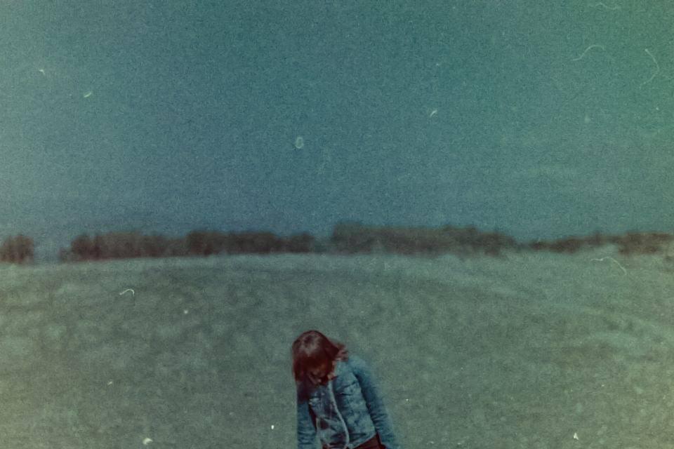 Frau mit Landschaft.