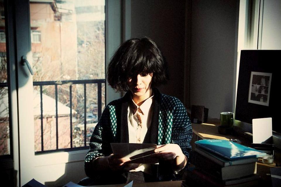 Eine Frau liest.