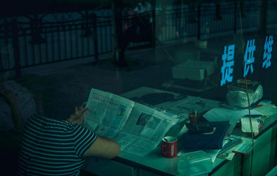 Ein Mann mit Zeitung.