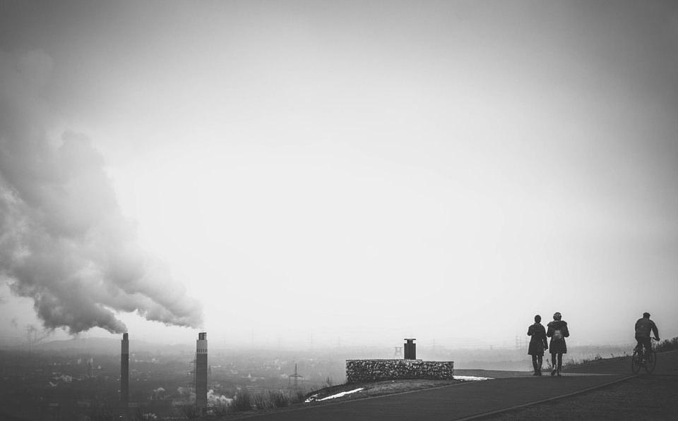 Ein Spaziergang über der rauchenden Stadt.