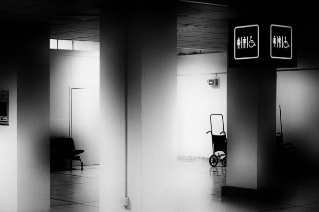 Voraum zum Bedürfnisbereich auf einem Flughafen