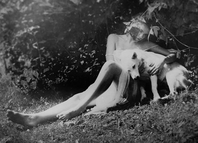 Frauenportrait mit Hund