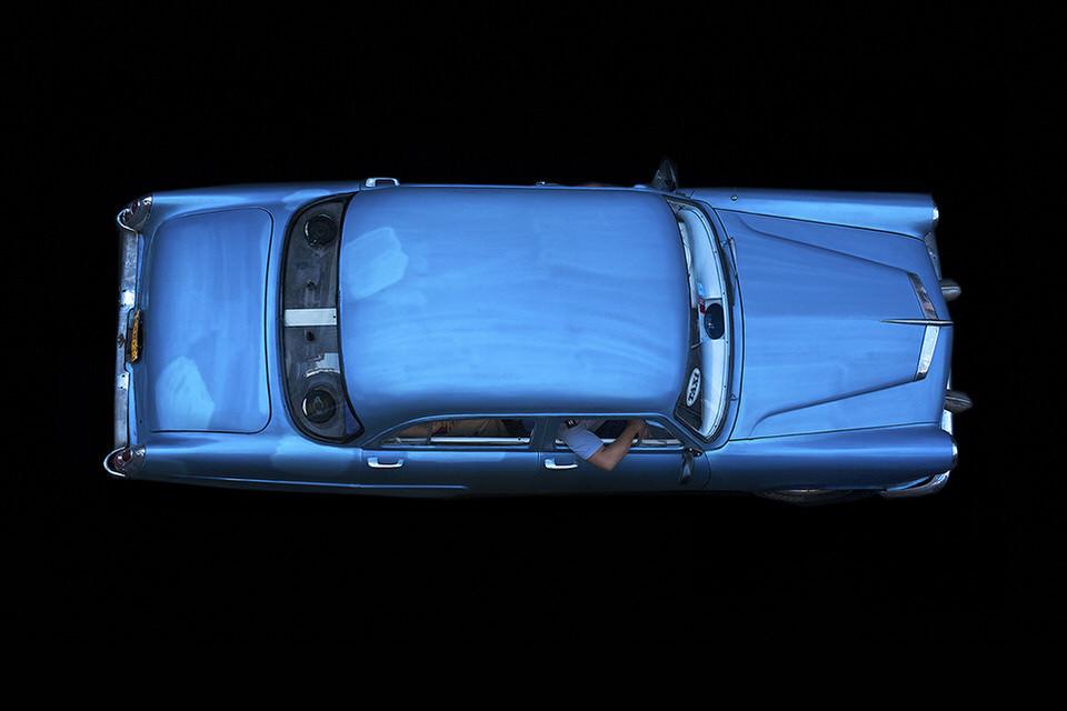 Blaues Auto.