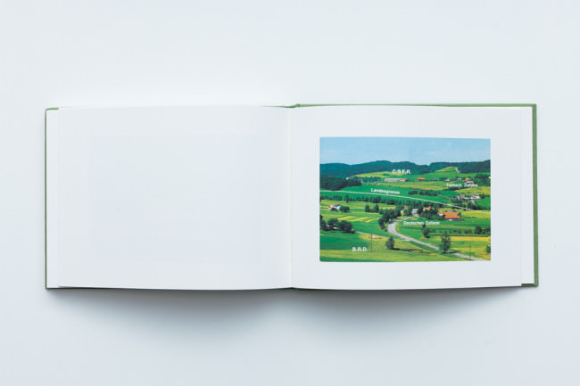 Beispielseiten des Buches Langweilige Postkarten von Martin Parr