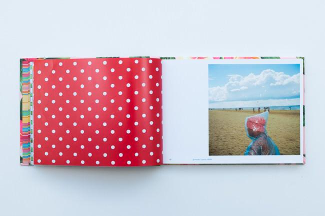 """Beispielseite aus dem Buch """"Life Is A Beach von Martin Parr"""""""