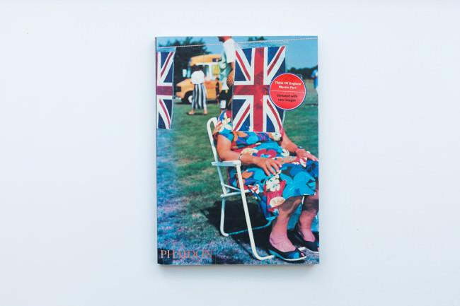 Titelseite des Buches Think Of England von Martin Parr