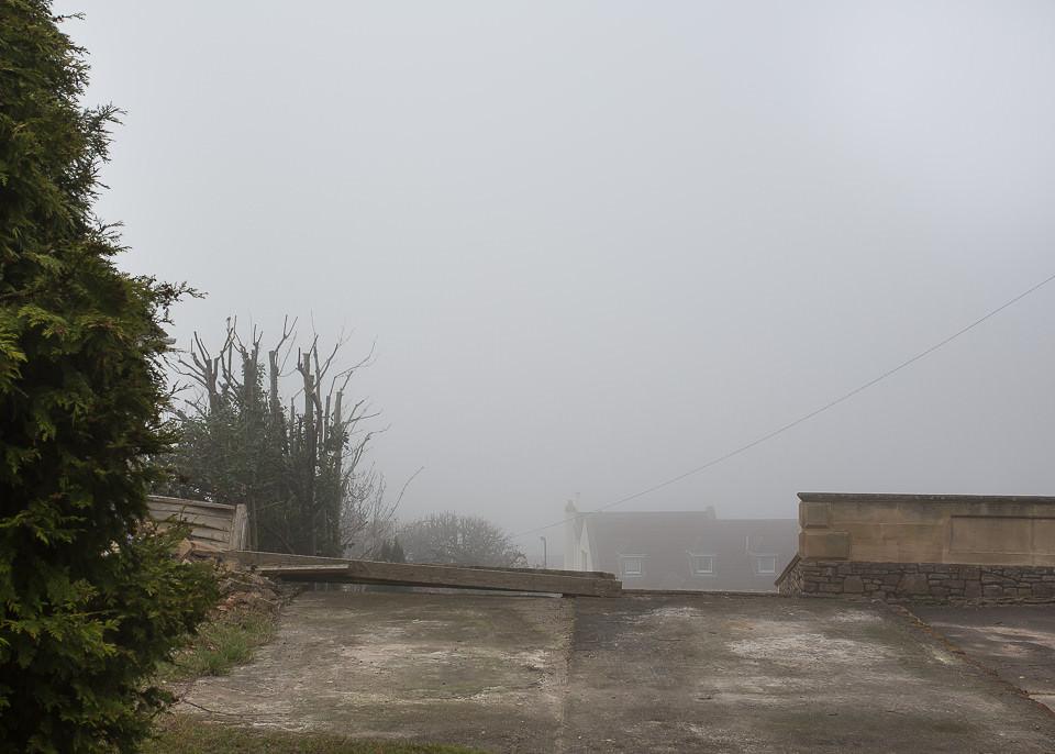 Nebelige Ansicht einer Vorstadt.