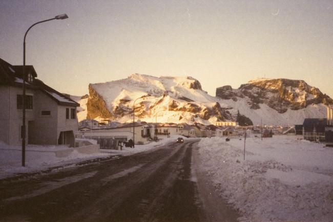 Eine verschneite Straße