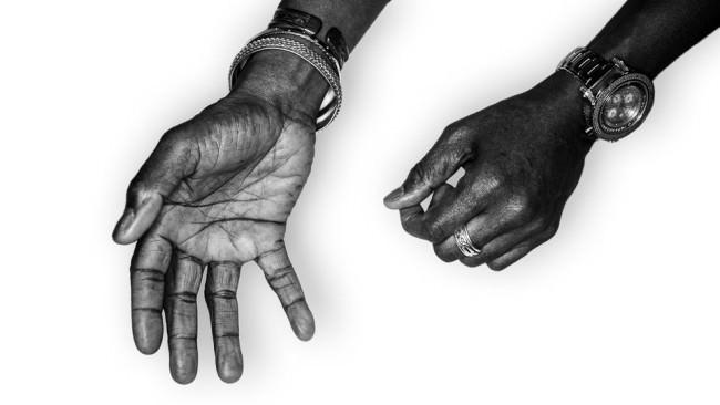 Die Hände des Ronny Drayton.