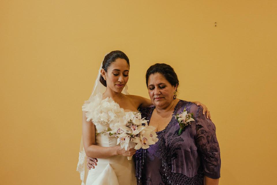 Zwei Frauen mit geschlossenen Augen