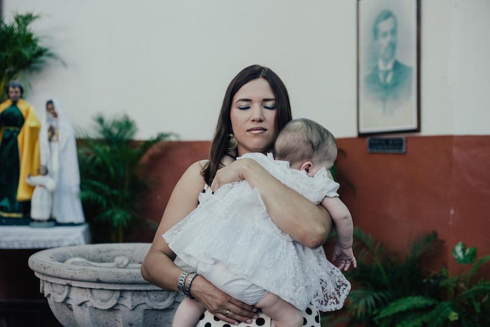 Eine Frau mit Baby
