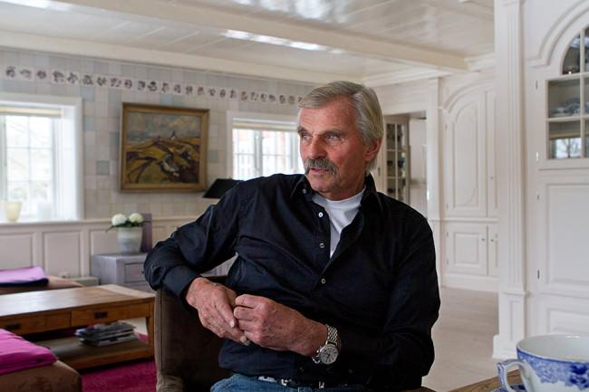 Portrait eines älteren Mannes in seinem Haus
