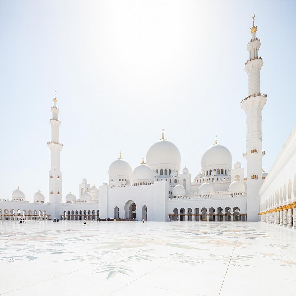 Sheikh-Zayed-Grand-Mosque-in-Abu-Dhabi-©-Niceshoot-17034650495