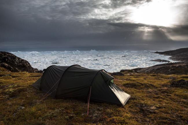 Ein Zelt am Meer.