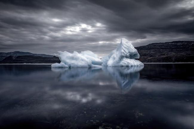 Eisberge in der Dämmerung.