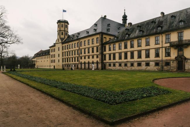 Stadtschloss mit Europafahne
