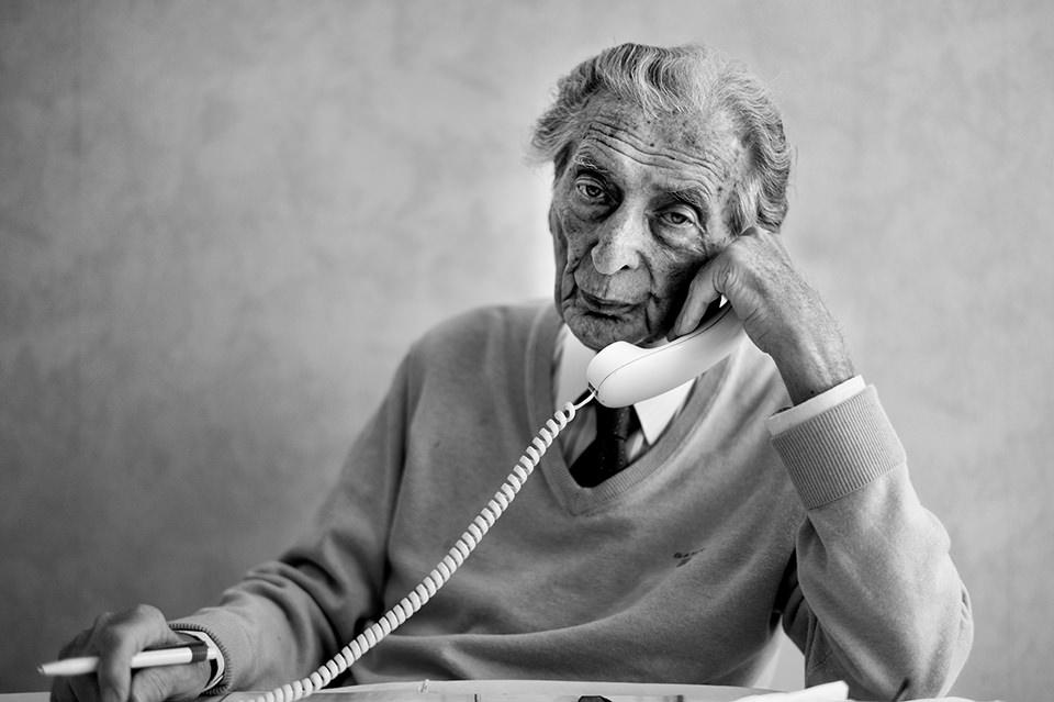 Ein Mann am Telefon