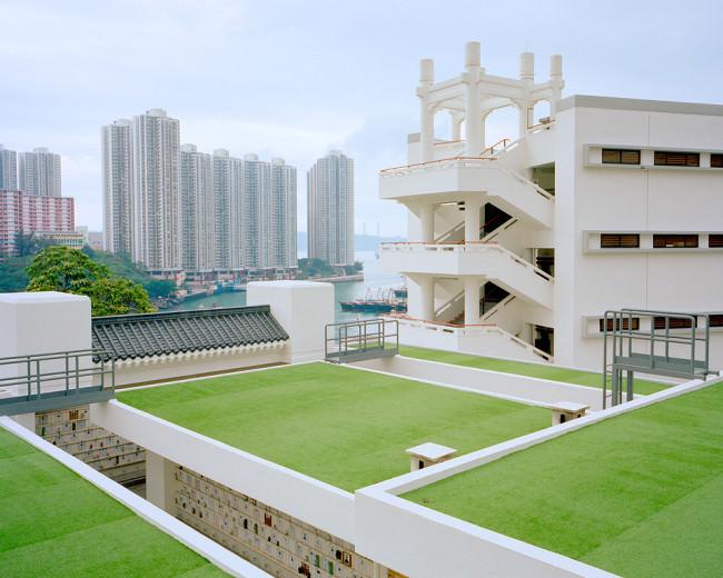 Eine mit Kunstrasen angelegte Dachlandschaft in Hongkong.