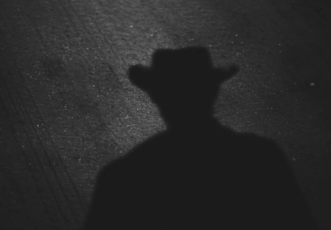 Schatten eines Mannes mit Hut.