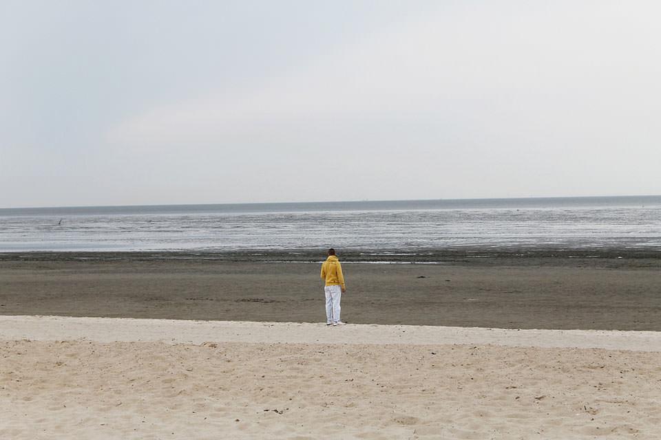 Ein Mann am Meer.