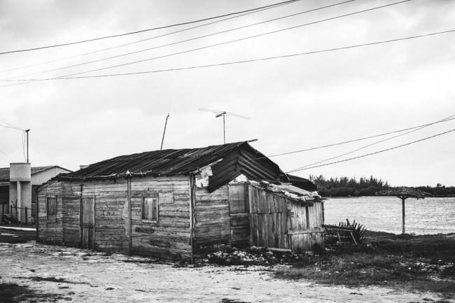 Ein desolates Holzhaus