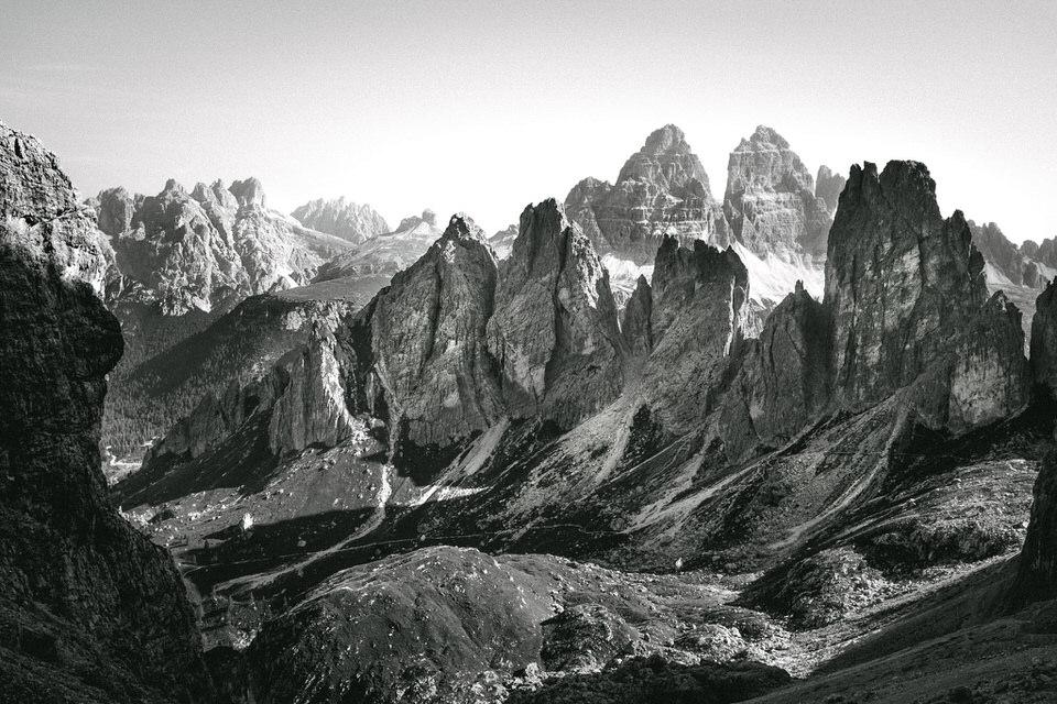 Landschaftsfotografie: Blick auf ein steinernes Gebirge.