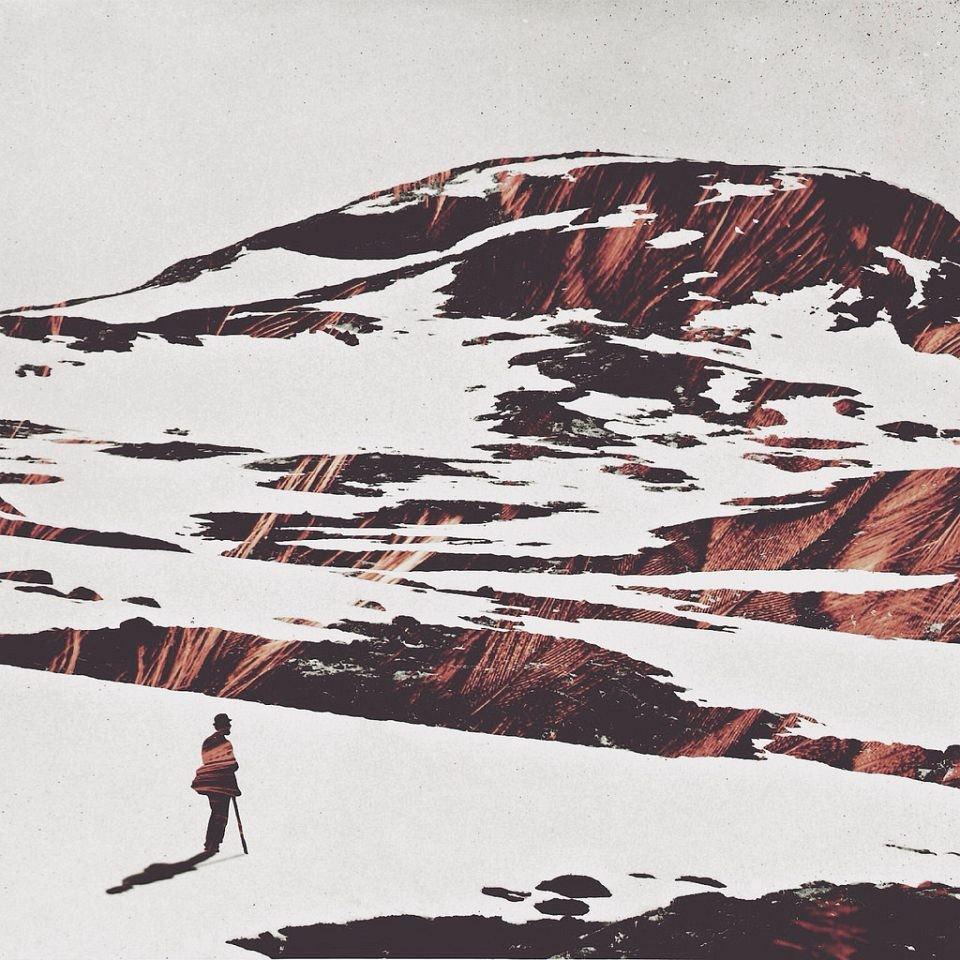 Eine Person steht vor einer Bergkuliise, collagiert mit rotbraunen Strukturen.
