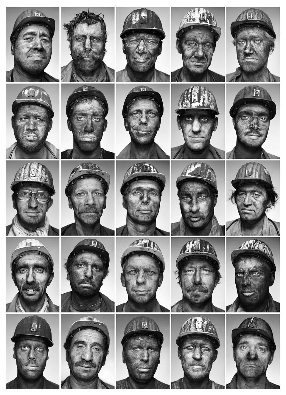 Viele Bergarbeiter in der Übersicht.