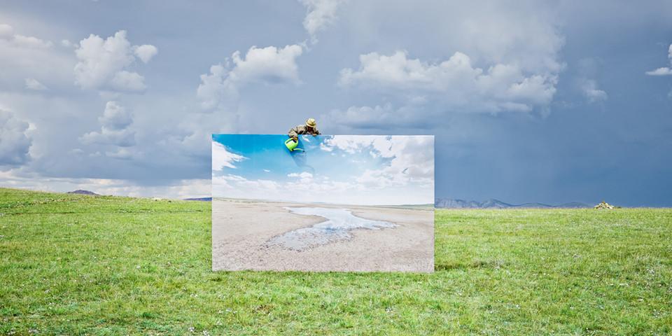 Eine Großbildleinwand in der mongolischen Steppe