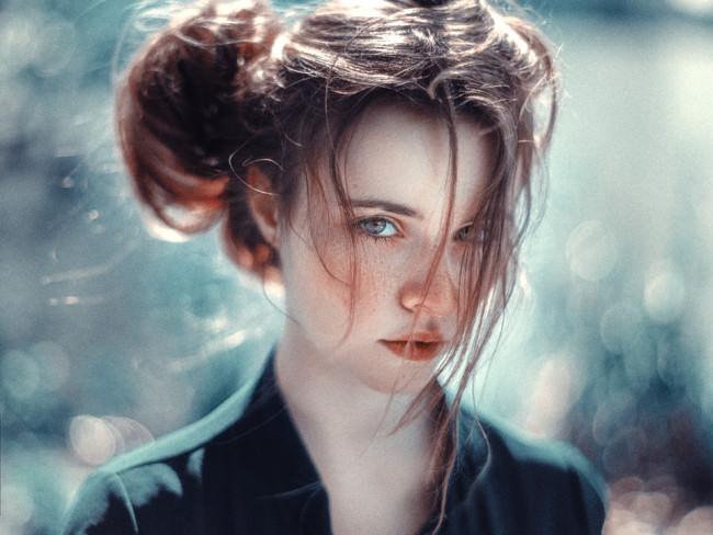 Eine Frauenportrait mit Bokeh