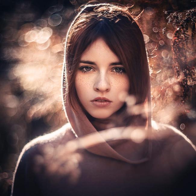 Frauenportrait in Herbstfarben
