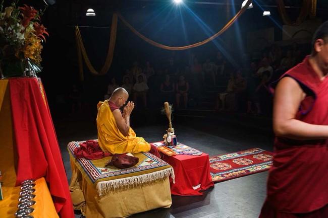 Ein Mönch beim Meditieren